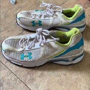 Under armor tennis shoes size 4